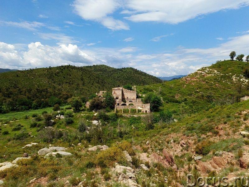 Испания. Старинная усадьба с 169 г. угодий в живописной зоне провинции Жирона - Недвижимость за рубе..., фото 1